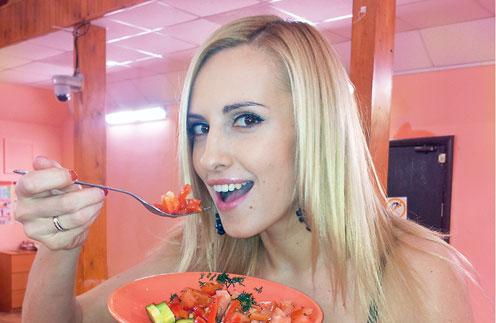 – Салат из помидоров и огурцов я теперь ем каждый день