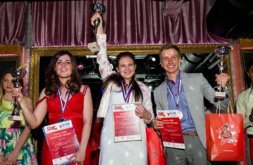 Победители конкурса «Караоке со СтарХит» (слева направо): 2- место Ивановская Алена, 1-место Немчинова Юлия, 3-место Шарафан Антон