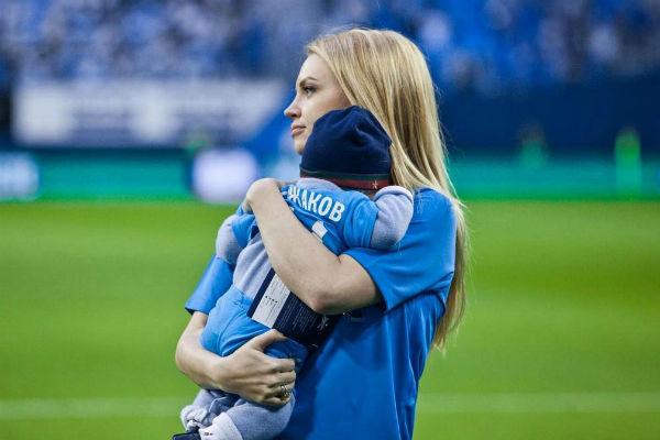 Милана Кержакова расплакалась впрямом эфире: «Муж забрал уменя сына» | Звёзды