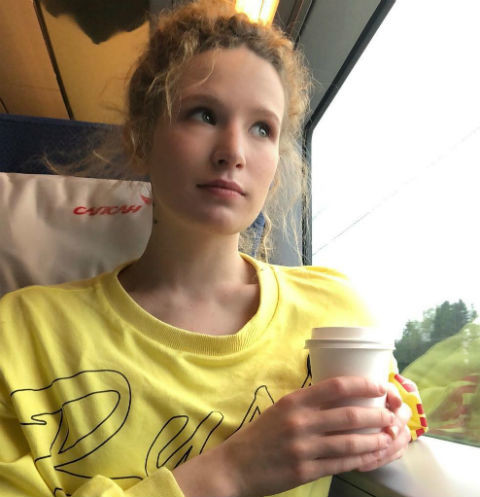Организатор отмененного концерта Монеточки: «Она не хочет возвращать деньги»
