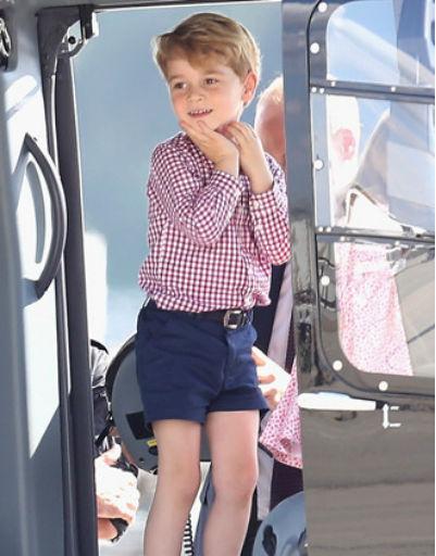 Родители Джорджа стараются выбирать для него стильные и практичные наряды