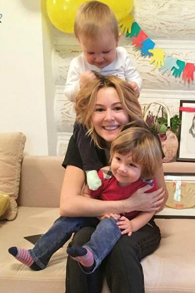Актриса впервые показала младшего сына
