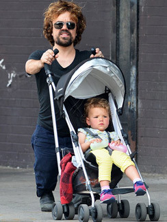 Питер Динклейдж с дочерью