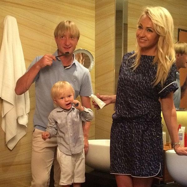 На второй день съемок к малышу присоединились родители - Евгений Плющенко и Яна Рудковская