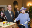Елизавета II подарила папе римскому алкоголь и яйца
