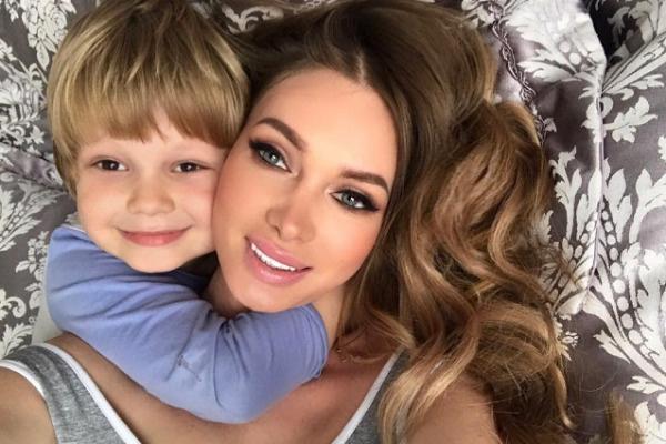 Женщина воспитывает сына Даниэля
