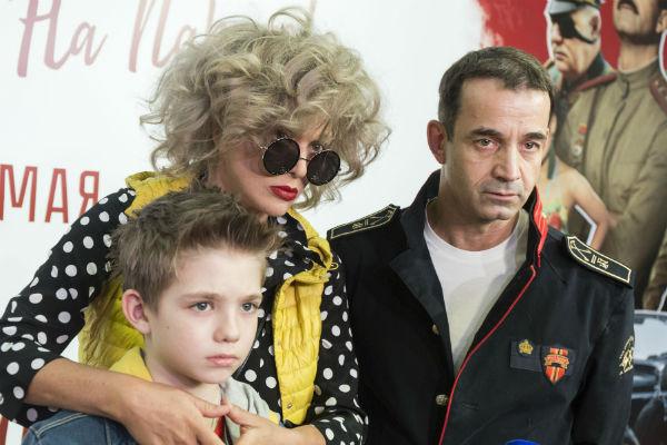 Сын артистов Елисей часто посещает светские мероприятия вместе с родителями