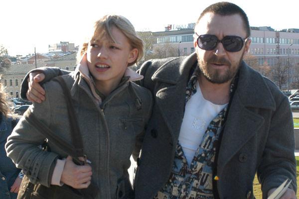 С Сергеем Шнуровым Оксана начала жить в 16 лет. Санкт-Петербург, 2004 год
