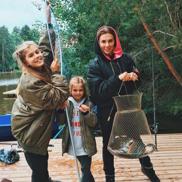 С дочерьми Алиной и Моникой у Анны нет никаких секретов