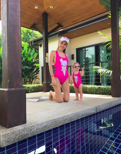 Актриса Анна Хилькевич с дочерью Арианной в Тайланде