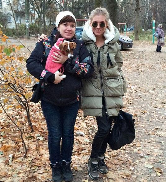 «Я со своей старшей сестренкой Катюшей. Ее восторгу не было предела», - сообщает Кристина Асмус.