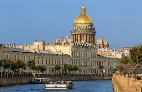 Город на Неве всегда привлекал российских туристов, а последние годы стал особенно популярен у иностранцев – сказывается близость к Европе