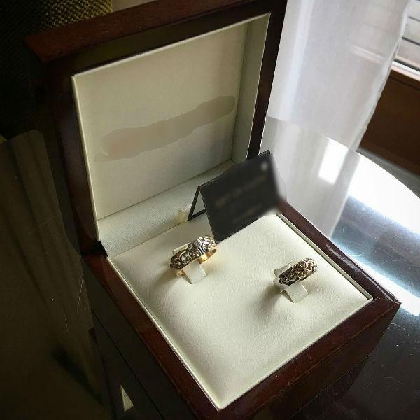 Каждое из обручальных колец стоило примерно 20 тысяч рублей