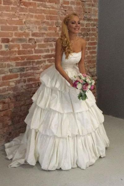 Артистка пока не определилась с датой свадьбы, так как хочет, чтобы все было идеально