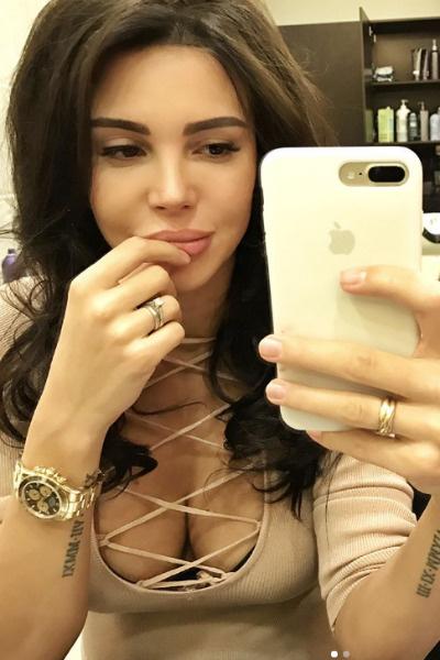 Оксана Самойлова не отказывалась от подобных нарядов даже во время беременности
