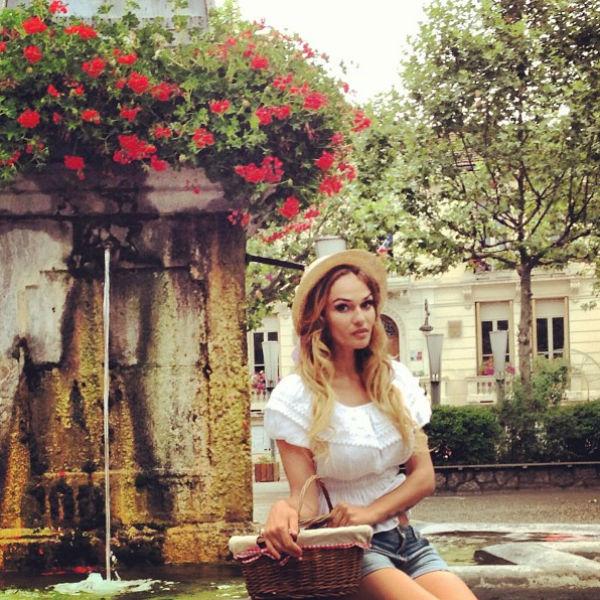 Алена Водонаева отлично вписалась в пейзаж