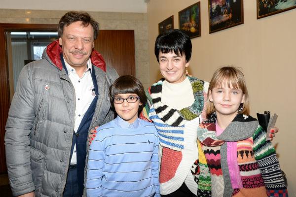 Михаил Барщевский с женой и младшими детьми