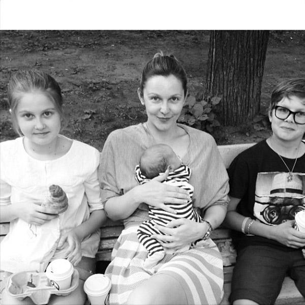 Телеведущая долго не могла поверить, что теперь она мама троих детей