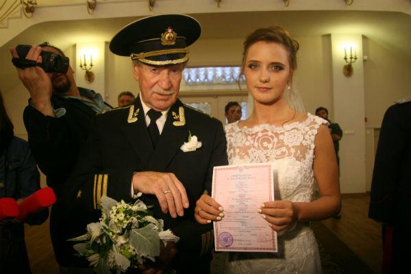 Теперь Наталья носит фамилию своего знаменитого мужа
