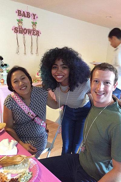 Присцилла (крайняя слева) выглядела очень счастливой