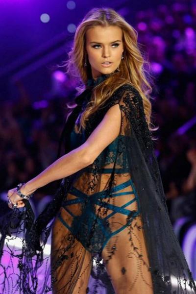 Катя на показе Victoria's Secret
