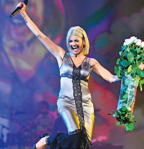 После концерта ее гримерная превращается в цветущий сад