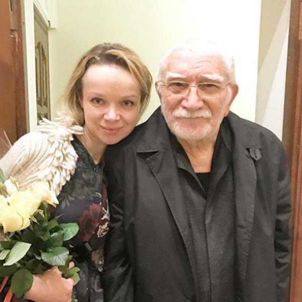 После расставания с Виталиной Цымбалюк-Романовской Армен Джигарханян остался на попечении друзей