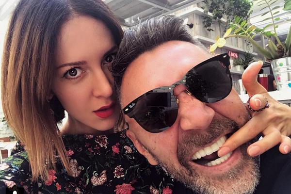 Всеми финансовыми историями в семье Сергея занимается любимая супруга Матильда