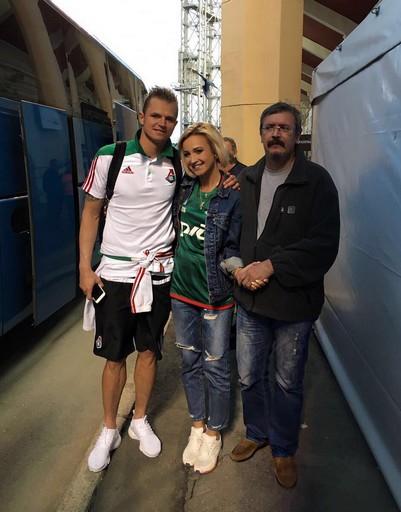 Ольга с двумя любимыми мужчинами – с мужем и отцом
