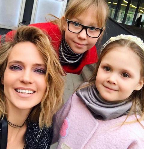 Певица Глюк'oZa с дочерьми Лидой и Верой