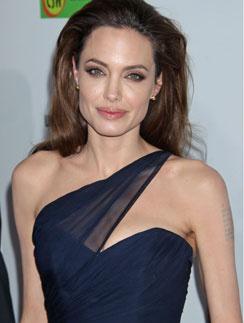 Идеальные формы актрисы в ходе операции не пострадали