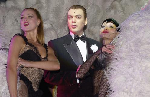 Филипп Киркоров в роли адвоката Флинна в 2002 году