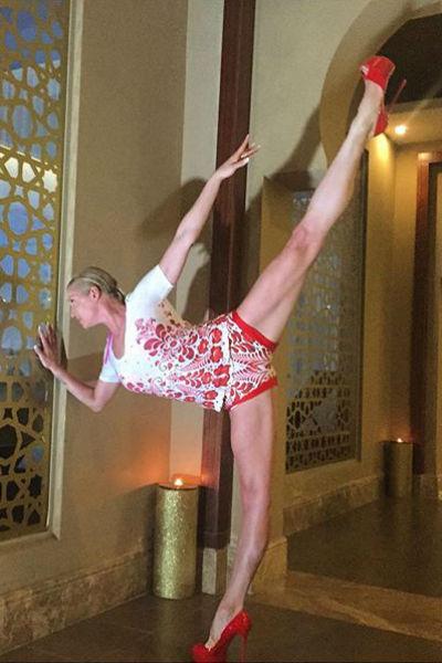 Балерина не расслабляется даже на отдыхе