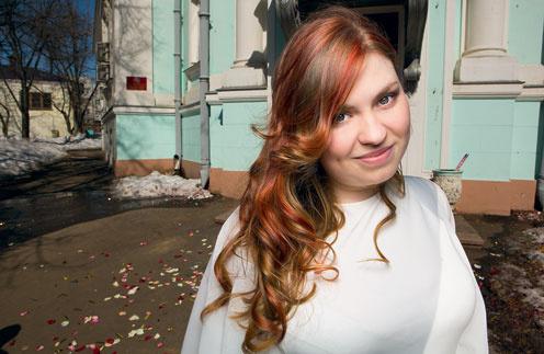 Женя уверена, что в следующий раз будет позировать у дверей Ивановского загса с женихом