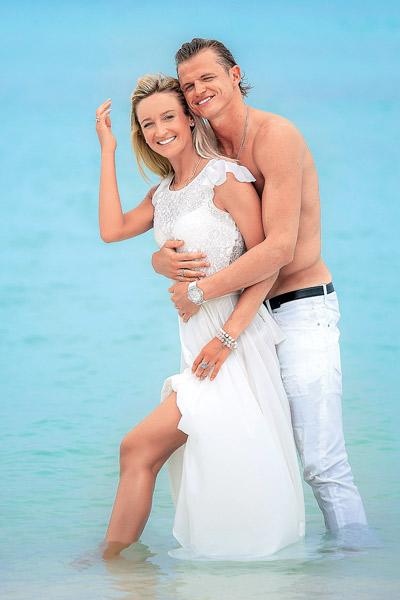 «Я всегда поддерживают мужа. И фотографией в купальнике цветов «Локомотива» на обложке «СтарХита» хочу сказать: «Любимый! Я с тобой! Ты у меня лучший!»