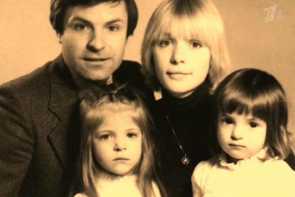 Сейчас Анна и Мария часто гостят у отца в США