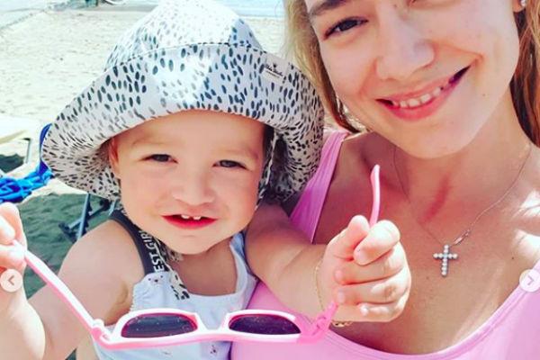 Сейчас Оксана отдыхает в Греции с детьми