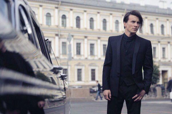 Перед росписью влюбленные собираются покататься по Санкт-Петербургу