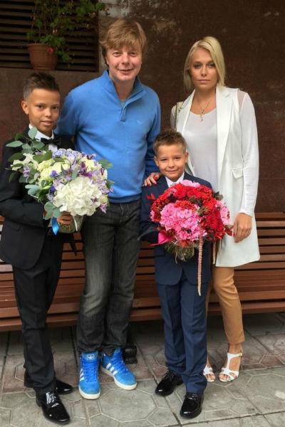 15-летний Иван и 11-летний Артемий пока живут с мамой
