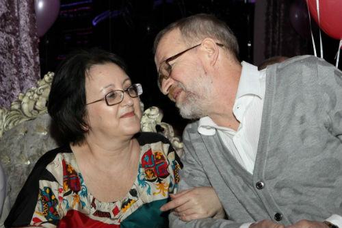 В детской группе «Джем», где  выступала Ира Дубцова, мама была руководителем, а папа – продюсером