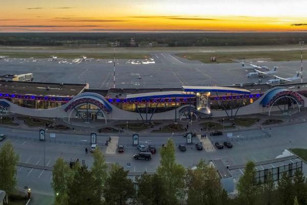 Самолет вылетел из аэропорта Сургута