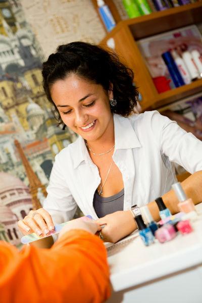 Настя мечтает открыть сеть салонов, хочет, чтобы ее мастера обучались, участвовали в конкурсах