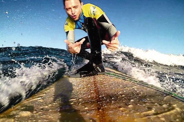 «Увлечение серфингом помогает мне держать себя в хорошей форме», – признается Зверь