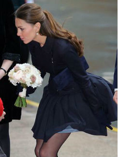 Герцогиня невольно повторила...