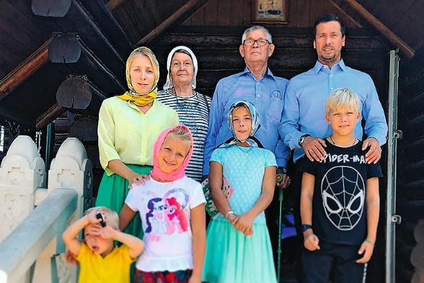 Всей семьей Мерзликины часто ходят в храм неподалеку