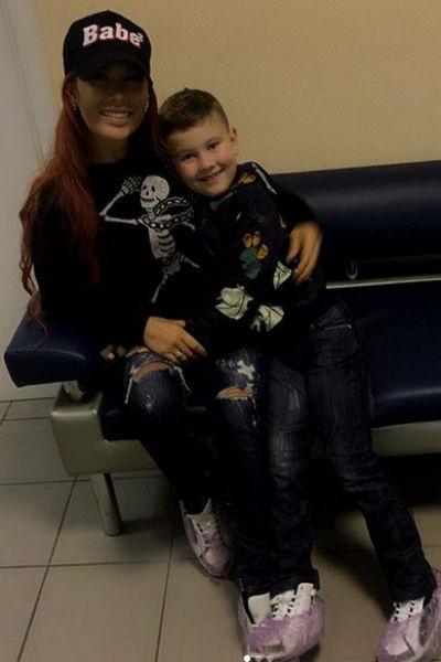Николь в больнице с сыном