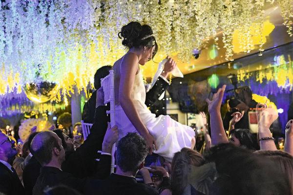 Невеста выглядела невероятно счастливой