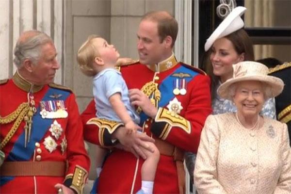 Принц Чарльз и королева Елизавета бдительно следят за жизнью Кейт