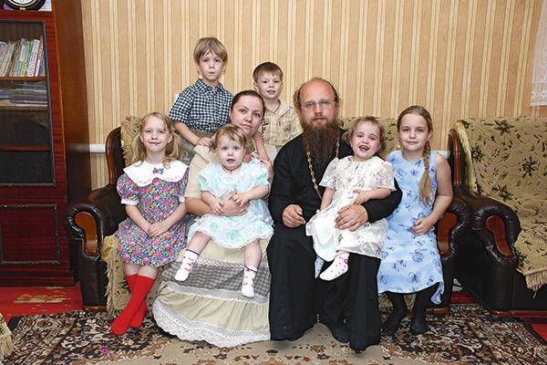 Сейчас отец Валентин и матушка Лидия из Волгограда воспитывают шестерых детей
