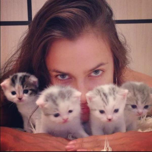 За время своего отдыха девушка успела не только насладиться бабушкиными блинчиками и шашлыком в компании сестры Татьяны, но и попыталась найти новорожденным котятам дом и любящих хозяев